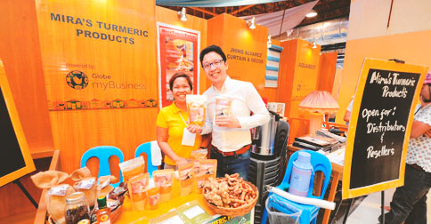 Globe myBusiness brand ambassador RJ Ledesma check out the booths and interact with partner-exhibitors.